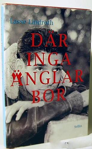 Lasse Linderoth på framsidan av sin bok Där inga änglar bor