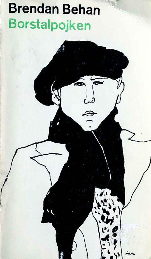 En pojk med svart basker och svart halsduk