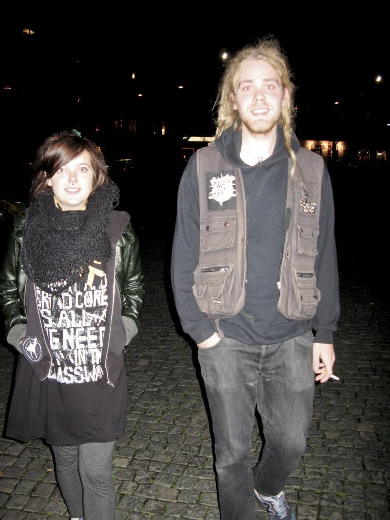 Två punkare mitt i natten i Malmö