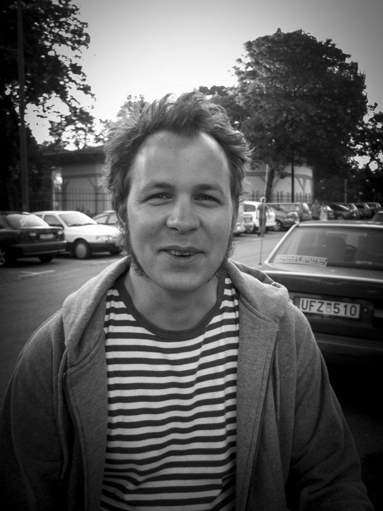 Daniel Friis utanför Folkets Park i Malmö sommaren 2008.