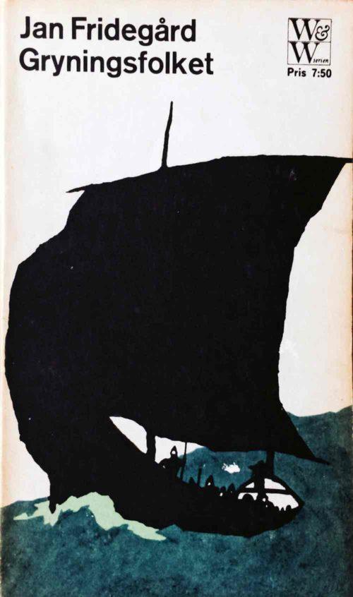 Ett svart skepp på ett blått hav.