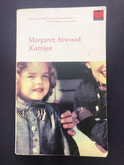 Bokomslaget pryds av en bild på en glad liten flicka