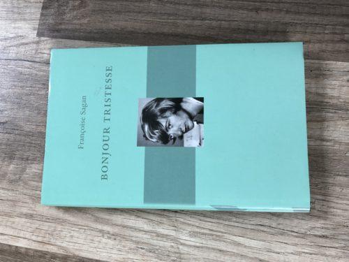 Grönt bokomslag med bild på författaren Françoise Sagan
